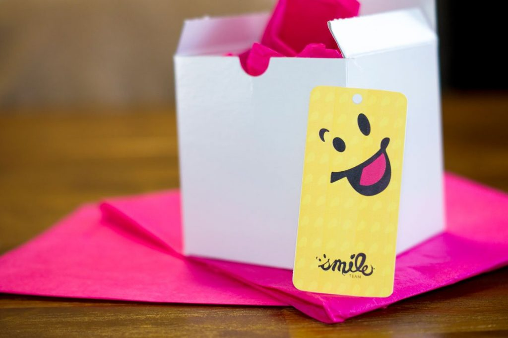 Case study: Smile Team. Gift tag example.
